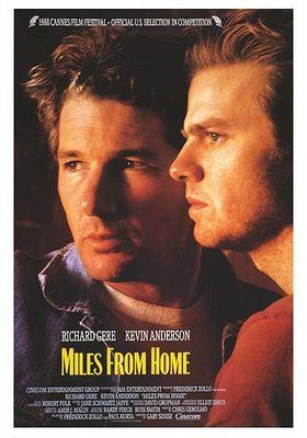 『マイルズ・フロム・ホーム』のポスター